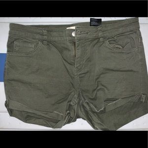 H&M army green shorts